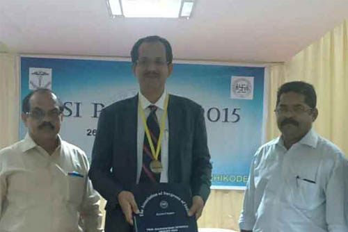 Laparoscopic Surgeon India being awarded Prof. M. L. Dathan Award